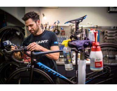 Zadbaj o dobrą kondycję swojego jednośladu i regularnie wymieniaj zużyte części rowerowe